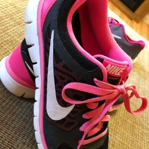 Nike Tennis Shoes size 6.5 for Youth Girls